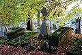 0 Mons - Vieux cimetière - Sépultures anciennes couvertes de mousse.JPG