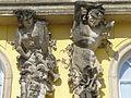 1031.Die mit 36 Bacchantenhermen und Bachantinnen beschmückte Südfassade Sanssoucis Steffen Heilfort.JPG