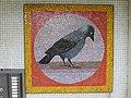 1210 Langfeldgasse 18 - Stg 34 - Großfeldsiedlung - Hauszeichen-Mosaik Krähe von Gerhard Wind IMG 3440.jpg