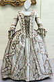 1780 Damenkleid mit Längsstreifen anagoria.JPG