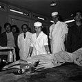 18.05.76 à l'école vétérinaire de Toulouse, opération d'un brocard jeune cerf (1976) - 53Fi906.jpg