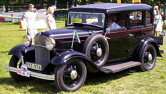 Full-size Ford - 1932 Model 18 (V8) DeLuxe Fordor sedan