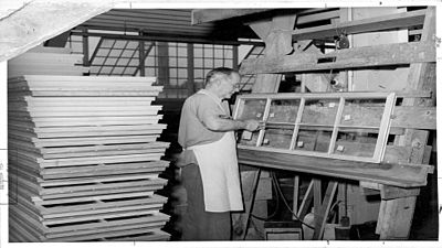 Andersen begins producing the Victory Window in 1941 using parts with 97% less metal by weight and other material to support the war effort.