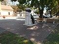 1956-os emlékmű és Kossuth Lajos utca 65, 2018 Dombóvár.jpg