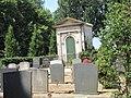 2011-06 Begraafplaats Mausoleum 517476 02.jpg