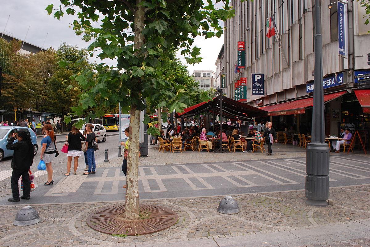 Place de la r publique fran aise wikip dia for Piscine jardin de la republique