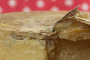 20150125 Tobermory, Isle of Mull Cheese - Der Schweizer - WikiLovesCheese Vienna 8922.jpg