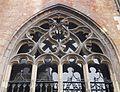 2016-Maastricht, St-Servaasbasiliek, Pandhof, westelijke kloostergang, raam 6a.jpg