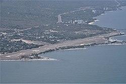 2018 Santa Marta - Pista de aterizaje del Aeropuerto Simón Bolívar.jpg