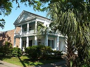 Oakleigh Garden Historic District - Image: 910 Government Street