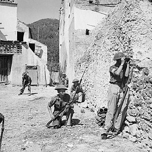 169th (3rd London) Brigade - A patrol of the 2/7th Battalion, Queen's Royal Regiment enters the village of Pugliano, Italy, September 1943.