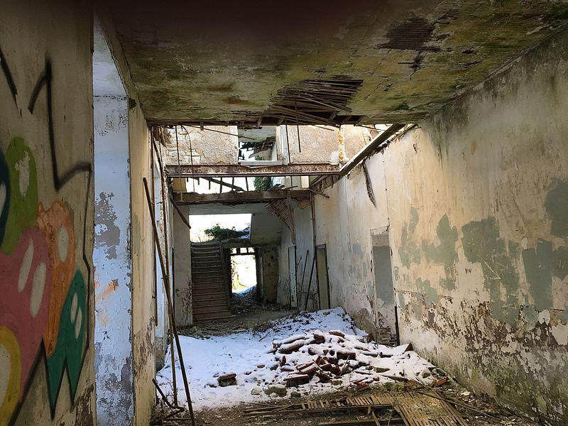 L'abbaye à l'intérieur, très délabré