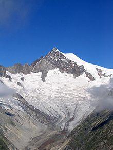 La montagna, versante sud-est, vista dall'Eggishorn. Ai piedi il Mittelaletschgletscher.
