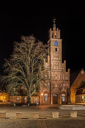 Altstädtisches Rathaus nachts (MK).jpg