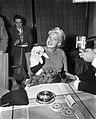 Amerikaanse filmster Jayne Mansfield arriveert op Schiphol. Tijdens de persconfe, Bestanddeelnr 909-0217.jpg