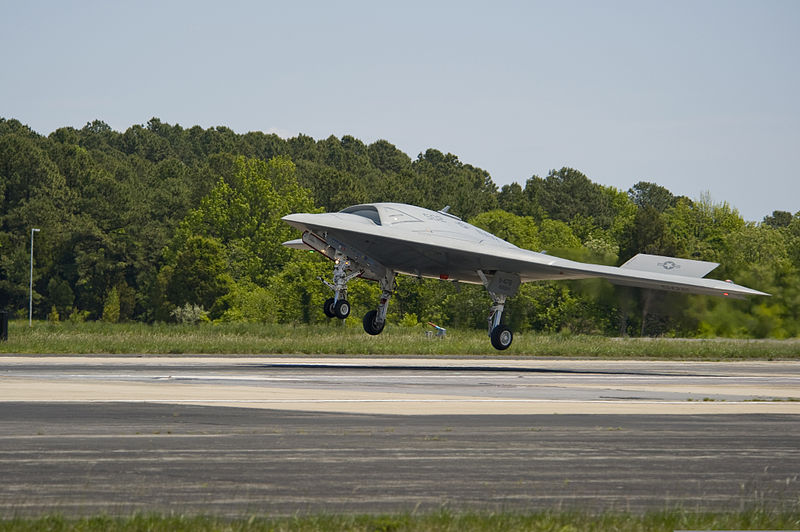 File:An X-47B unmanned combat air system lands at Naval Air Station Patuxent River, Md., May 14, 2013, after completing the first launch of an unmanned aerial vehicle from an aircraft carrier 130514-N-JQ696-530.jpg