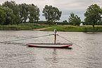 Ankerbootje van veerpont in de Maas bij Broekhuizen (Horst aan de Maas) in provincie Limburg in Nederland 02.jpg