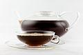 Assam-Tee aufgebrüht, Kanne Jenaer Glas, Tasse Wagenfeld.jpg