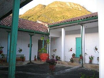 Boavita wikipedia - Fotos patio andaluz ...
