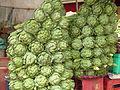 Atisô bán tại chợ Đà Lạt, Vietnam.JPG