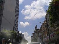 A avenida na altura da Capela de Nossa Senhora do Rosário (à direita) 42b1a4fb9da19