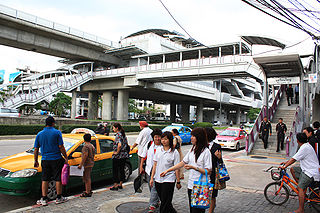 Wongwian Yai station