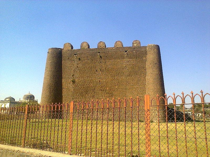 File:Balahissar of Gulbarga Fort.jpg