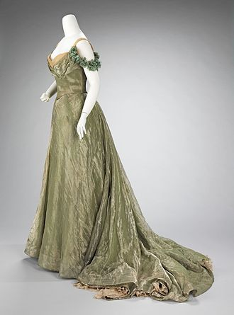 Jacques Doucet (fashion designer) - Image: Ball gown MET 65.184.65a b side CP4