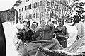 Beatrix en Claus en kinderen op wintersportvakantie in Le in de slee Beatrix en , Bestanddeelnr 927-6652.jpg