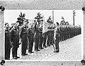 Beediging Marine officieren, Bestanddeelnr 901-9064.jpg