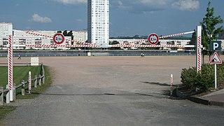 Panneau de signalisation d 39 une limitation de hauteur en for Norme eclairage parking exterieur