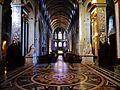 Besancon Cathédrale St. Jean Innen Langhaus Ost 2.jpg