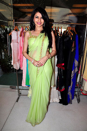 Bhagyashree unveil her latest summer couture collection (10).jpg