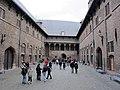 Bruges, belfort, cortile.JPG