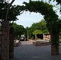 Brunnen vor der Rehbachhalle - panoramio.jpg