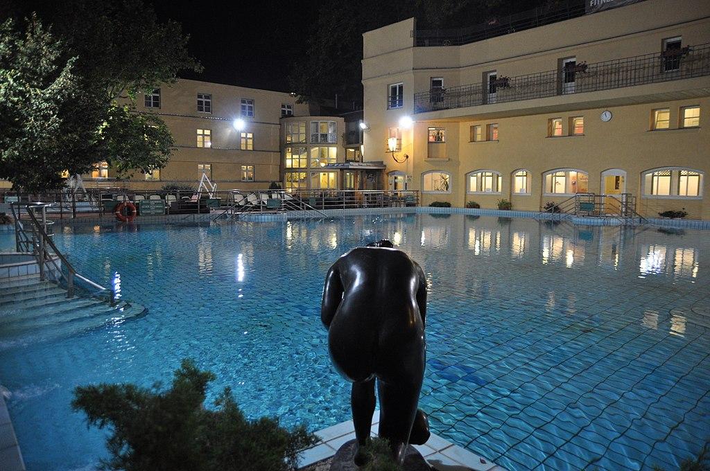 Budapest, Lukács fürdő, 22-24 ℃ fokos medence, 10
