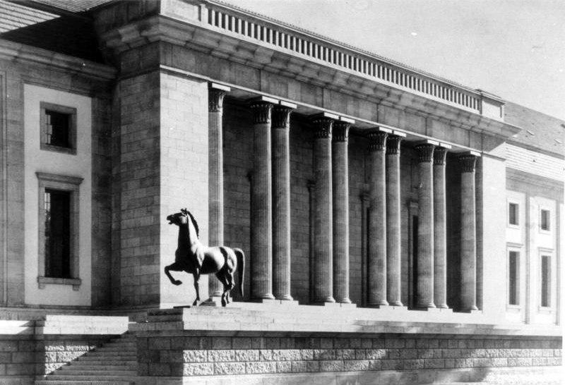 The New Reich Chancellery's garden portal (gateway) in 1939.