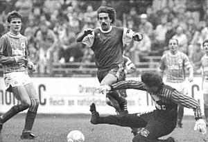 Lutz Schülbe - Lutz Schülbe (centre) playing for Hallescher FC Chemie against FC Sachsen Leipzig