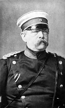Portrait de Bismarck en uniforme de marin aux environs de 1875