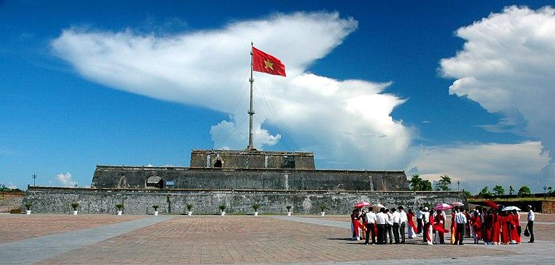Tập tin:Cột cờ Ngọ Môn.jpg