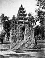 COLLECTIE TROPENMUSEUM Binnenzijde van de tempelpoort van de hindoeïstische tempel Balé-agong te Singaraja Bali TMnr 60022094.jpg