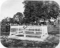 COLLECTIE TROPENMUSEUM Het graf van Generaal Pel op het kerkhof in Atjeh TMnr 60001958.jpg