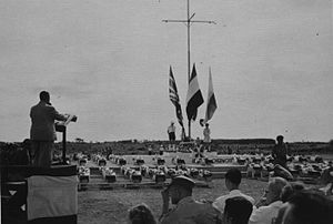 East Sumatra - Tengku Mansur, President of East Sumatra delivering a speech during a military funeral. (23 November 1949)