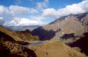Runkuraqay - Image: Camino inca dia 2 c 09