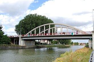 Canal de Neufossé - Image: Canal de Neuffosse, Arques, Pont de Flandre
