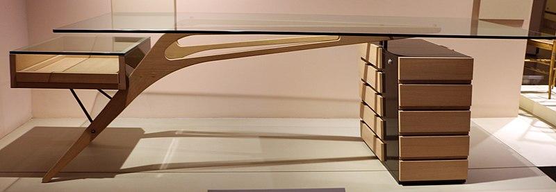 File:Carlo mollino, scrivania cavour, progetto del 1949, prodotto nel 2003.JPG