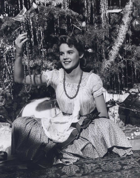 File:Carroll Baker Christmas tree portrait, Giant (1956).png