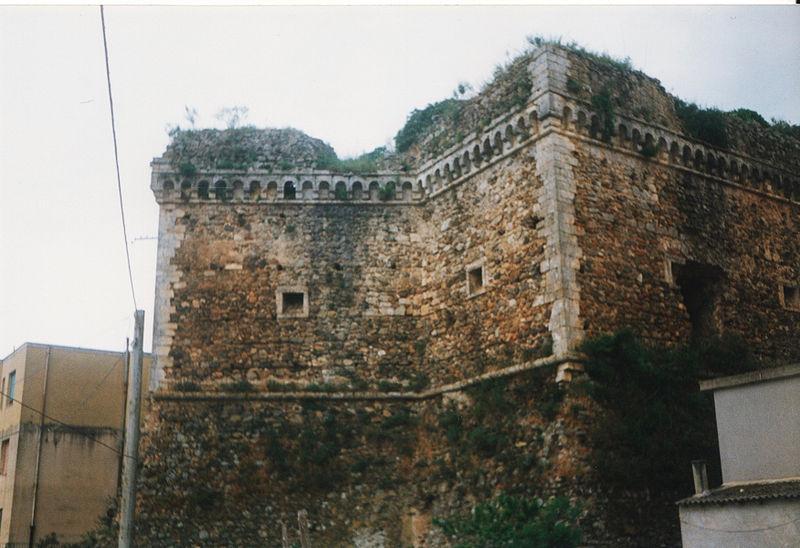 File:Castello Maida.jpeg