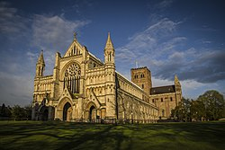 Cathedral of St Albans.jpg