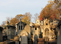 Cemetery Père-Lachaise in autumn 01.jpg